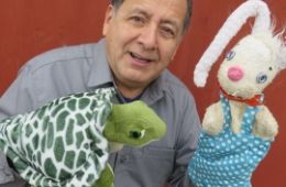 photo of puppeteer Joe Leon and tortoise and hare puppets; used by permission of Caterpillar Puppets