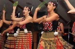 photo of dancers with Maori Mo Ake Tonu dance group