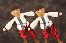 photo of marionettes from North Pole Review; courtesy of Fratello Marionettes