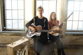 photo of musicians Anna and Elizabeth with a guitar and banjo