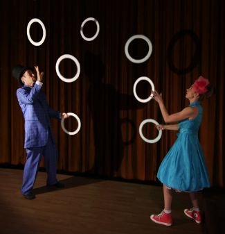 photo of Natasha Kaluza and Jaime Coventry juggling; used with permission of Coventry and Kaluza