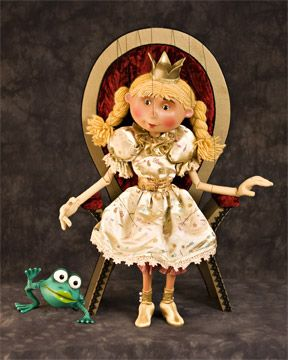 photo of Princess Ofelia puppet and frog puppet; used by permission of Fratello Marionettes