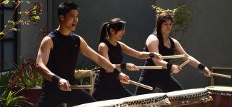 photo of taiko drummers from Jiten Daiko