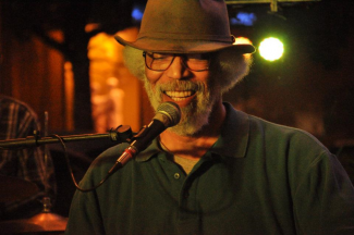 Shad Harris singing blues in a brown hat