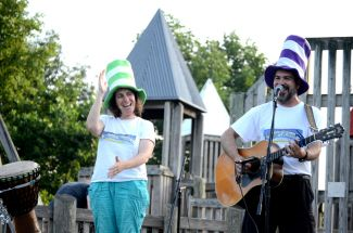 photo of musicians Jenny and David Heitler-Klevans performing