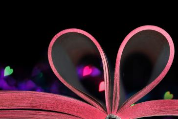 Book with pink pages bent into a heart. Photo by Flickr user  MBM phARTographie.