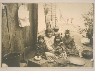 Mother, wife, and children of Chief Bill Howard Mariposa County Sept 1902
